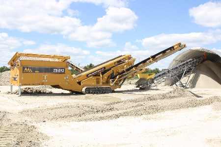 IROCK's TS-512 portable tracked screening plant offers hassle-free set-up